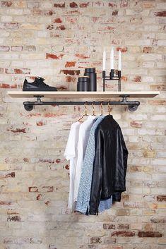 An der Wand befestigte Kleiderstange mit Holzregal - in vielen Größen erhältlich