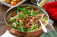 Krämig gryta med fläskfilé, bacon och kantareller recept   Allas Recept Swedish Recipes, Bacon, Lchf, Curry, Pork, Food And Drink, Pasta, Sweets, Dessert