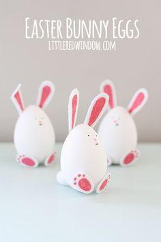 De petits morceaux de feutrine collés et d'adorables lapins créés ! #aufeminin #Pâques #Pâque #Paque #oeufsdepaques #oeufspaques #décorationoeufs #oeufsdécorés #DIYoeufs #DIYfeutrine