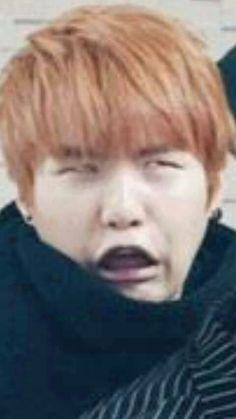 Kim Namjoon texts you thinking you are someone else. Jimin, Min Yoongi Bts, Min Suga, Memes Bts Español, Bts Memes Hilarious, Bts Derp Faces, Meme Faces, Jung So Min, Foto Bts
