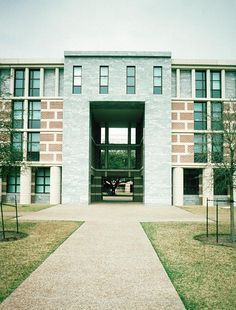Martel College, Rice University    Michael Graves  2002