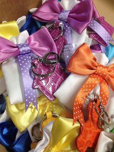 Sacchetti, decorazioni con pois e portachiavi colorati.