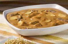 Strogonoff de carne  *Receita da Nestlé Ingredientes:4 colheres (sopa) de manteiga 1 quilo de carne em tiras finas (filé ... - Divulgação
