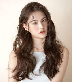 레인펌 Korean Hair Color Brown, Korea Hair Color, Korean Long Hair, Medium Brown Hair Color, Brown Hair Colors, Hair Color Underneath, Playing With Hair, Permed Hairstyles, Hair Images