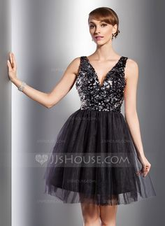 A-Line/Princess V-neck Knee-Length Tulle Sequined Cocktail Dress (016014726)