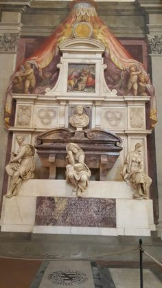 Tomb of Michelangelo Buonarroti designed by Giorgio Vasari at Santa Croce Basilica in Florence. Giorgio Vasari, Michelangelo, Florence Tuscany, Italian Sculptors, Famous Graves, Cemetery Art, Holy Cross, Italian Renaissance, Florence Italy