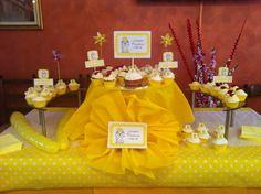 Sweet table x Battesimo di Martina  #cupcakes #vaniglia #cioccolatobianco #cioccolato #fondente #bianco #banana #frosting #fragole #cremapasticcera #chiryscakes #ilovemyhobby #giallo #yellow #christening #baby #girl #bimba