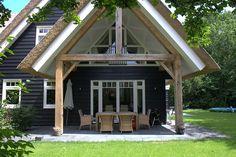 Hoewel de constructie gemaakt is van hout, kan de buitenafwerking van een houtskeletbouwwoning van elk materiaal zijn.