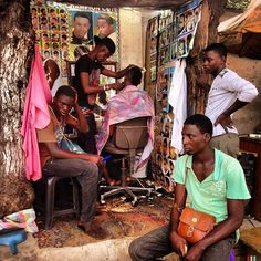 The Barbershop on Tudu street, where traders, hawkers and people who hang around Tudu market pop for a quick haircut. Photo by @nanakofiacquah #accra #ghana #market #barbar shops #haircut #accraliving