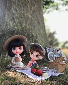 What a perfect setting for a lovers escape! With their chocolates and strawberry's, and fizzy lemonade. Billy's pulled out all the stops,… Cute Love Cartoons, Cute Cartoon Girl, Pretty Dolls, Beautiful Dolls, Outdoor Fotografie, Cute Baby Wallpaper, Summer Wallpaper, Smiley Happy, Lovely Girl Image