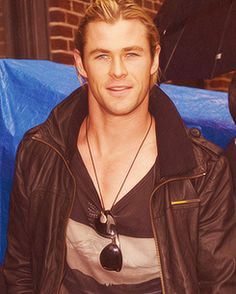 this is a good picture of Chris Hemsworth