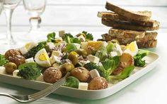 Kartoffelsalat med æg og oliven