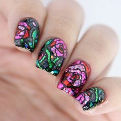 Very artistic and mosaic themed glitter nail art designed in rose details.