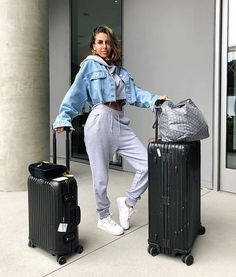 See Kendall jenner outfits, Jenners y Celebrities design and style. Lazy Outfits, Sporty Outfits, Swag Outfits, Mode Outfits, Spring Outfits, Fashion Outfits, Airport Outfits, Comfy Airport Outfit, School Outfits