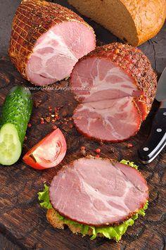 Очередной домашний деликатес от моего супруга) Сочное, пикантное, слегка подкопченное невероятно вкусное мясо!) Что нужно: Шея свиная – 1 кг., Нитритная соль –…