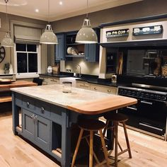 6 Jolting Tips: Kitchen Decor Lighting Chandeliers quirky kitchen decor dining rooms. Home Decor Kitchen, Kitchen Living, Interior Design Kitchen, Country Kitchen, New Kitchen, Home Kitchens, Quirky Kitchen, Kitchen Ideas, Kitchen Diner Extension