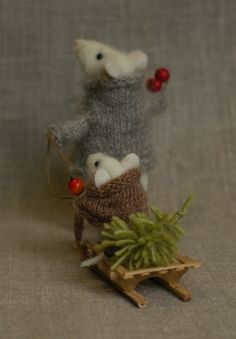 Needle Felting – Needle Felting Tutorials and felt crafts Needle Felted Animals, Felt Animals, Crochet Animals, All Things Christmas, Christmas Time, Christmas Crafts, Christmas Ornaments, Felt Christmas Trees, Merry Christmas