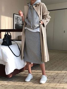 New Skirt White Sneakers Trench Coats Ideas trench coat outfit trench coat outfit . Sneakers Fashion Outfits, Mode Outfits, Stylish Outfits, Sneaker Outfits, Sporty Outfits, Fashion Clothes, Batman Outfits, Formal Outfits, Stylish Clothes
