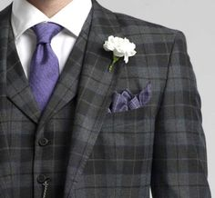 Now that's one Dappertastic lapel flower