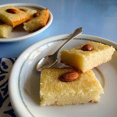 Gâteau de semoule oriental parfumé à la fleur de rose