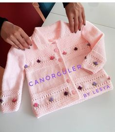– Knitting world Baby Knitting Patterns, Love Knitting, Baby Cardigan Knitting Pattern, Knitted Baby Cardigan, Baby Pullover, Knitting Blogs, Baby Hats Knitting, Knitting For Kids, Baby Patterns