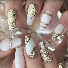 "3,251 Likes, 14 Comments - NAILPRO (@nailpromagazine) on Instagram: ""Gold chrome drip and pearl details by #nailpro @scarlett_senternailartist. ✨#nailprodigy"""