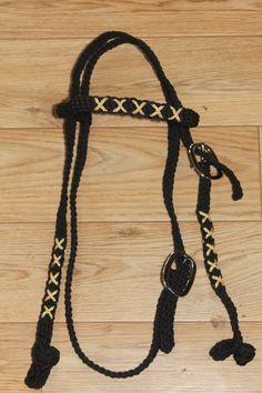 Gewoven hoofdstel zwart met gouden kruisjes. Braided bridle black with golden crosses. www.horsegadgets.webs.com