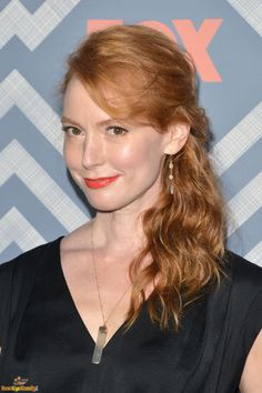 Alicia Witt as Janice Goldstein Beautiful Celebrities, Gorgeous Women, Female Portrait Poses, Alicia Witt, Stunning Redhead, Woman Crush, American Actress, Pretty Woman, Red Hair