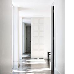 #hallway #interiordesign #architecture #modern #wood #chair #modernfurniture #vintage #whiteinterior #neutralinterior #design #apartment #room #spaces #moderninteriordesign #inspiration