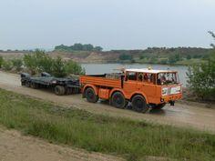 Tatra w/hooked flatbed trailer Cool Trucks, Big Trucks, Coach Travel, Flatbed Trailer, Heavy Machinery, Tow Truck, Heavy Equipment, Vehicle, Technology