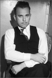 """John Dillinger, a bank robber who became Hoover's obsession in the was the leader of gang including """"Machine Gun"""" Kelly, """"Baby Face"""" Nelson and """"Pretty Boy"""" Floyd. One of my subs at school is a great nephew of this man. Real Gangster, Mafia Gangster, Baby Face Nelson, Pretty Boy Floyd, Bank Robber, Bonnie N Clyde, G Man, People Of Interest, The Life"""