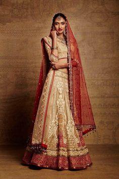 http://fashionduniya.tumblr.com/post/104461763393/tarun-tahiliani