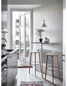 """How to Create a """"Dining Room"""" In Even the Smallest of Homes Small-Space DIY Dining Room Alternatives Small Kitchen Tables, Small Dining, Small Bar Stools, Small Bar Table, Small Tables, Small Apartments, Small Spaces, Home Interior, Interior Design"""