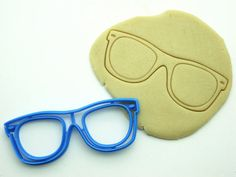 Hey, I found this really awesome Etsy listing at https://www.etsy.com/listing/240288729/retro-sunglasses-cookie-cuttermulti-size