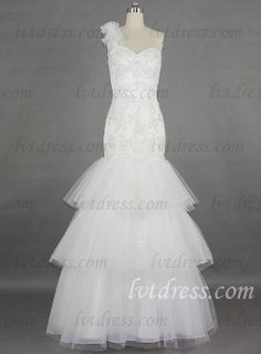 This wedding dress is of Mermaid type and close-fitting design. Mermaid wedding dress is a bold and fashionable design which is suitable for the bride who is pursuit of personality and fashion. With figuring cutting and wrap design, it shows perfect body curve, making you a charming lady. And the exquisite design of lace with sequins and beadworks makes this dress more blink. What needs to be pointed out is its tiered skirt.