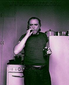 """""""Per molti la morte è una formalità. C'è rimasto ben poco che possa morire.""""  Ho letto Bukowski a 3 età differenti: la prima volta non mi è piaciuto per nulla, la seconda sono riuscita almeno a finirlo e la terza.... mi ha incantato. Nella sua brutale, spesso volgare, linguaccia devi riuscire ad entrare e capire. Per me ci è voluto parecchio (educazione troppo rigida) ma poi è stato amore.  #CharlesBukowski, #morte, #vita, #vivere, #liosite, #Sensodellavita,"""