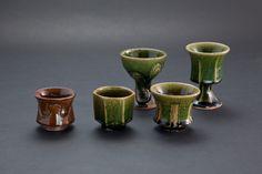飴釉刻文ぐい呑(一番左)Sake Cup with engraved, amber glaze 2012