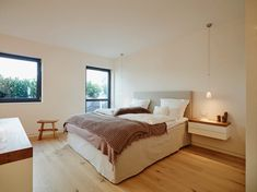 Penthouse: Modern Schlafzimmer von honey and spice Bed Springs, Mid Century House, Interior Design Studio, Minimalist Living, Bedroom Styles, Modern Bedroom, Interior Architecture, Luxury Homes, Modern Design