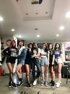 DREAMCATCHER Bff, Best Friends Aesthetic, Korean Best Friends, Girl Friendship, Uzzlang Girl, Korean Couple, Ulzzang Couple, Girl Gang, Korean Fashion