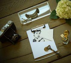 audrey hepburn card in acrylic clipboard. www.maul.de