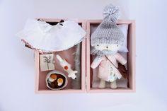 mini mallette avec poupée et accessoire