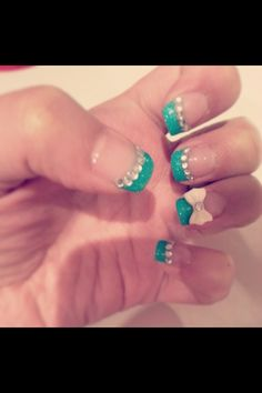 blue-green nails