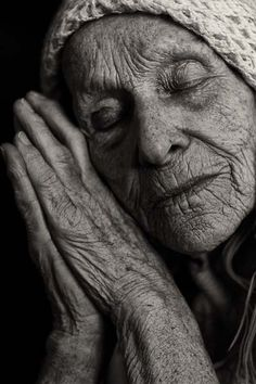 I adore this awesome black and white portrait photography. Old Faces, Ageless Beauty, Foto Art, Interesting Faces, People Around The World, Belle Photo, Old Women, Black And White Photography, Portrait Photography