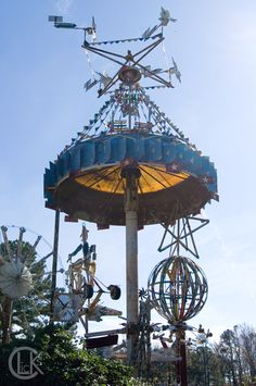 No road trip is ever complete for me without a stop at a roadside attraction, it's kind of a hobby. On our way home from Eastern NC we route. Wind Sculptures, Bottle Trees, Outside Decorations, Kinetic Art, Amazing Buildings, Roadside Attractions, Art Sites, Naive Art, Outsider Art