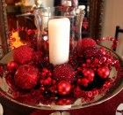 Red and white christmas centerpieces for table decorating plans with cheap homemade christmas decorations Christmas Table Settings, Christmas Table Decorations, Holiday Tables, Decoration Table, Banquet Decorations, Yard Decorations, Flower Decoration, All Things Christmas, Christmas Home