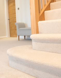 cream carpet on curtail Feature Step – carpet stairs Cream Carpet Living Room, Cream Living Rooms, Bedroom Carpet, Carpet Staircase, New Staircase, Timber Staircase, Staircase Ideas, Hallway Ideas, Staircases