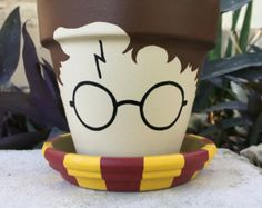 Harry Potter Flower Pot is part of Flower crafts Pot Accio Flower Pot Is your Mandrake in need of repotting Do you need a new pot for Herbology class The Chosen One is now available for your ho - Flower Pot People, Clay Pot People, Painted Plant Pots, Painted Flower Pots, Flower Pot Crafts, Clay Pot Crafts, Diy Flower, Fleur Harry Potter, Pot Jardin