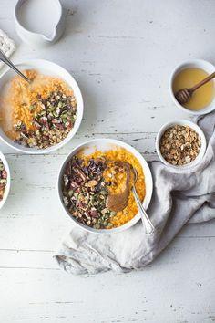 Carrot Cake Oatmeal (Vegan + Gluten-Free) by The Green Life Breakfast In A Jar, Savory Breakfast, Healthy Breakfast Recipes, Breakfast Ideas, Healthy Food, Healthy Breakfasts, Breakfast Time, Breakfast Dishes, Vegan Food
