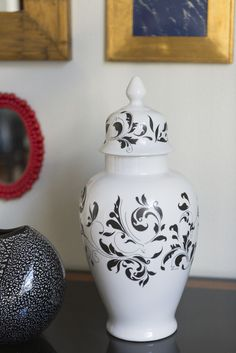 decorative black and white vase Pottery Sculpture, Sculpture Clay, Pottery Painting, Ceramic Painting, Black And White Vase, Pueblo Pottery, Candle Wall Sconces, Pottery Designs, China Painting
