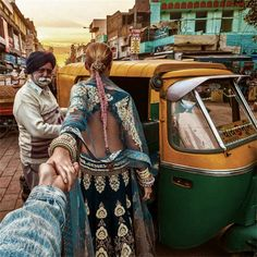 New Delhi (the photo series by Russian Photographer, Murad Osmann) Packing Tips For Travel, Travel Essentials, India Travel, Travel Usa, Lonely Planet, Murad Osmann, Walpaper Black, Visit India, Photo D Art
